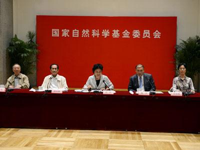 刘延东:要以基础研究突破引领技术创新