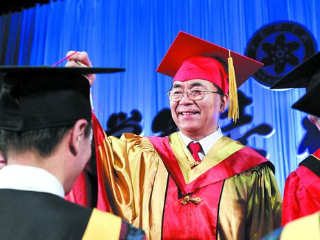 中国科学院大学举行更名后首届学位授予仪式