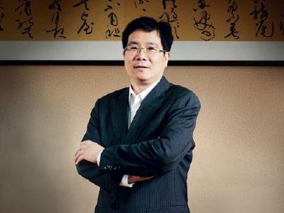 攻克肺癌:丁列明十年磨一剑研发抗癌新药
