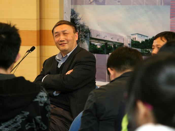 杨卫代表谈如何提高基金使用效益