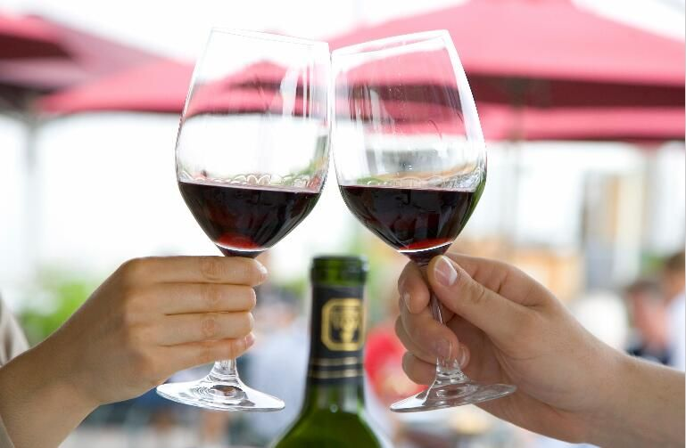 喝红酒对机体健康益处多多!你知道多少?